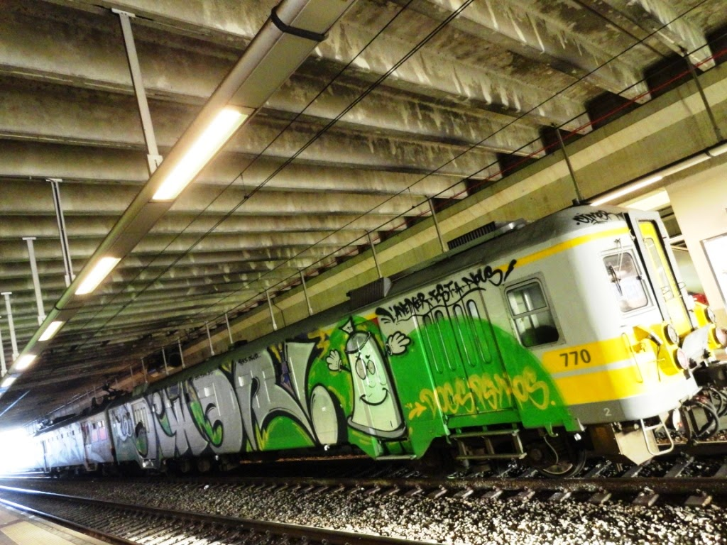 Whole train graffiti