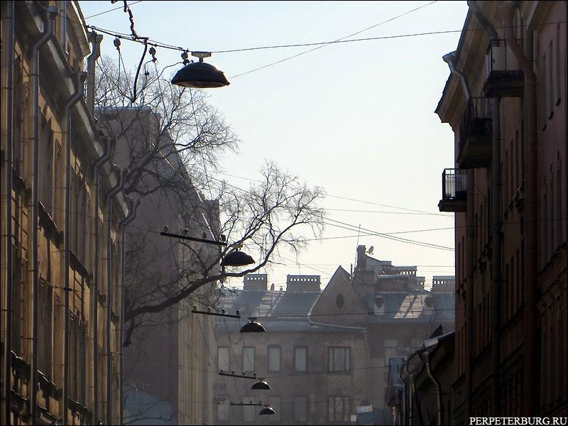 Утро на улицах Петроградской стороны Санкт-Петербурга. Фото