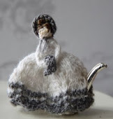 Miniature furniture, dolls and knitted miniatures: Henny Schram