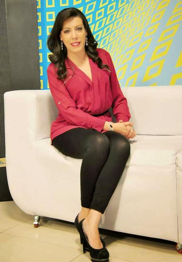 Rivera Arteaga Es Presentadora Y Editora De Noticias En Atb Cochabamba