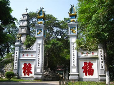 Travel to Hanoi: The Huc bridge – Ngoc Son temple – But tower – Nghien stage tower