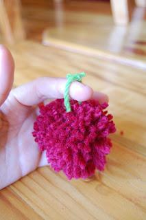 how to make a pom pom with yarn 10
