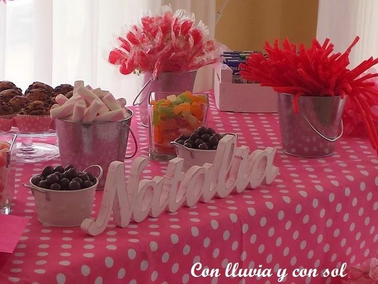 Con lluvia y con sol letras de madera para candy bar comuni n de natalia - Decorar letras de corcho blanco ...