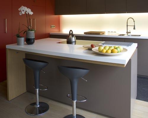 Mi rinc n de sue os barras y taburetes en la cocina for Barras de granito para cocina