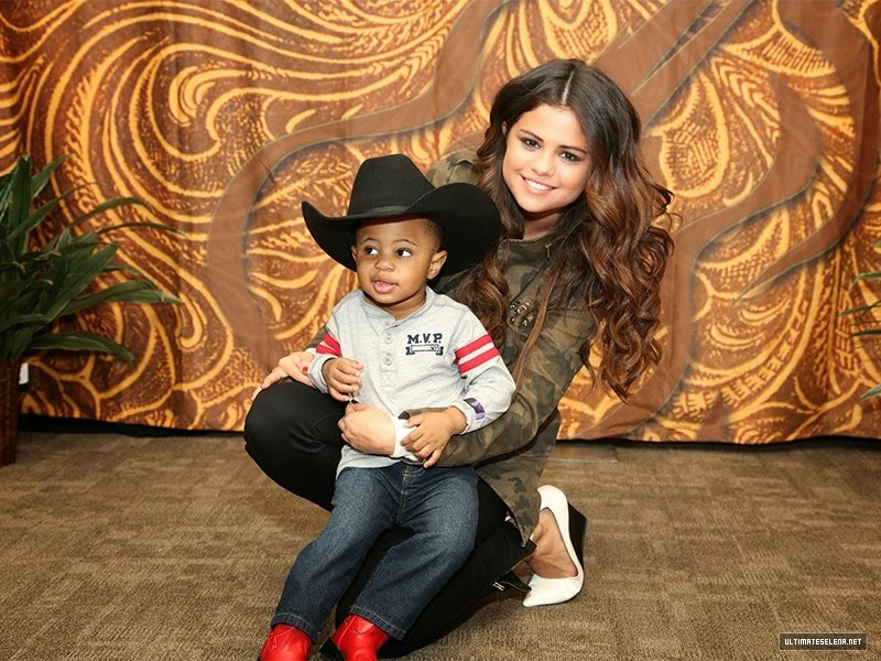 Selena gomez style stars dance world tour meet greet rodeohouston stars dance world tour meet greet rodeohouston texas mar 9 2014 m4hsunfo