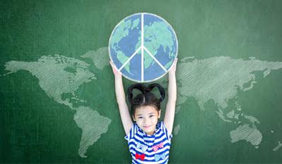 http://www.aulaplaneta.com/2015/11/24/recursos-tic/diez-recursos-para-reflexionar-sobre-la-paz-en-el-aula/