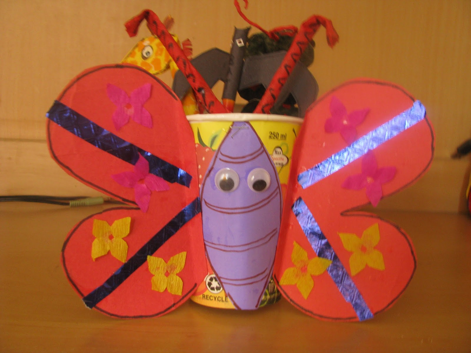 how to make butterfly with chart paper