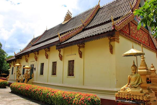 Le bâtiment principal de Wat Saket