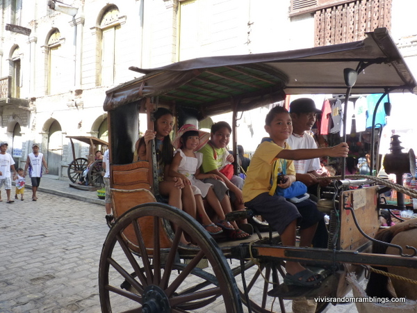 the kids enjoying their calesa ride at Calle Crisologo, Vigan Philippines