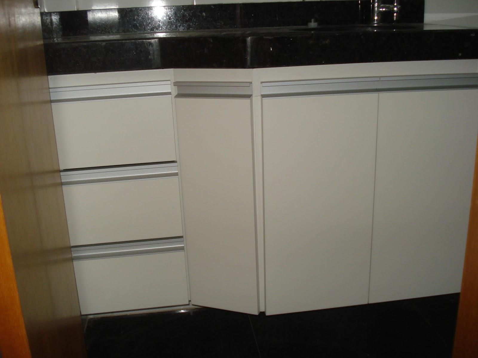 Armário para Banheiro (Padrão Branco) Portas em 18mm Puxadores  #654522 1600x1200 Armario Banheiro Aluminio