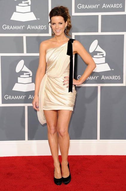 julianne hough looked gorgeous in a kaufman franco dress