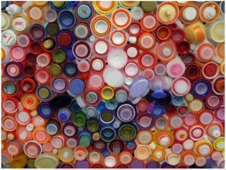 Wajah di Antara Tutup Botol Plastik Bekas 7
