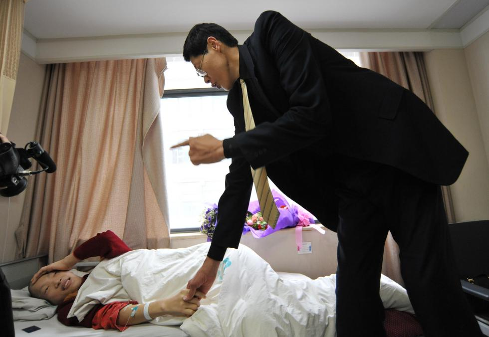 worlds tallest woman dies in china brand icon image