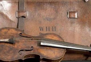 http://galazioneiro.blogspot.com/Το βιολί του Τιτανικού βρέθηκε 101 χρόνια μετά το ναυάγιο