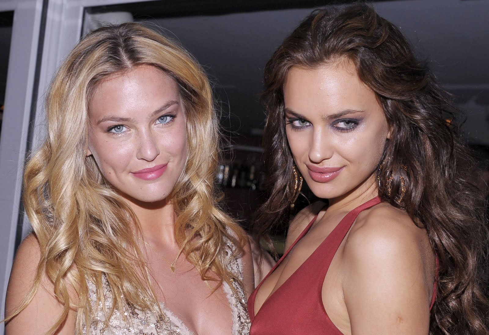 http://4.bp.blogspot.com/-2qieJJ_J3tA/TeuULdrY_yI/AAAAAAAAAA0/TcAi1p2svFM/s1600/Actress-Bar-Refaeli-at-Private-Dinner-on-Cavalli-Yacht-in-Cannes-0ghvjy02.jpg