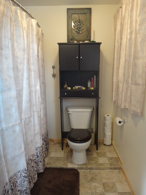 the curtain on the right-side of the bathroom has a cubby hole behind  title=