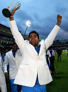 vinay-Kumar-with-champions-Trophy-2013