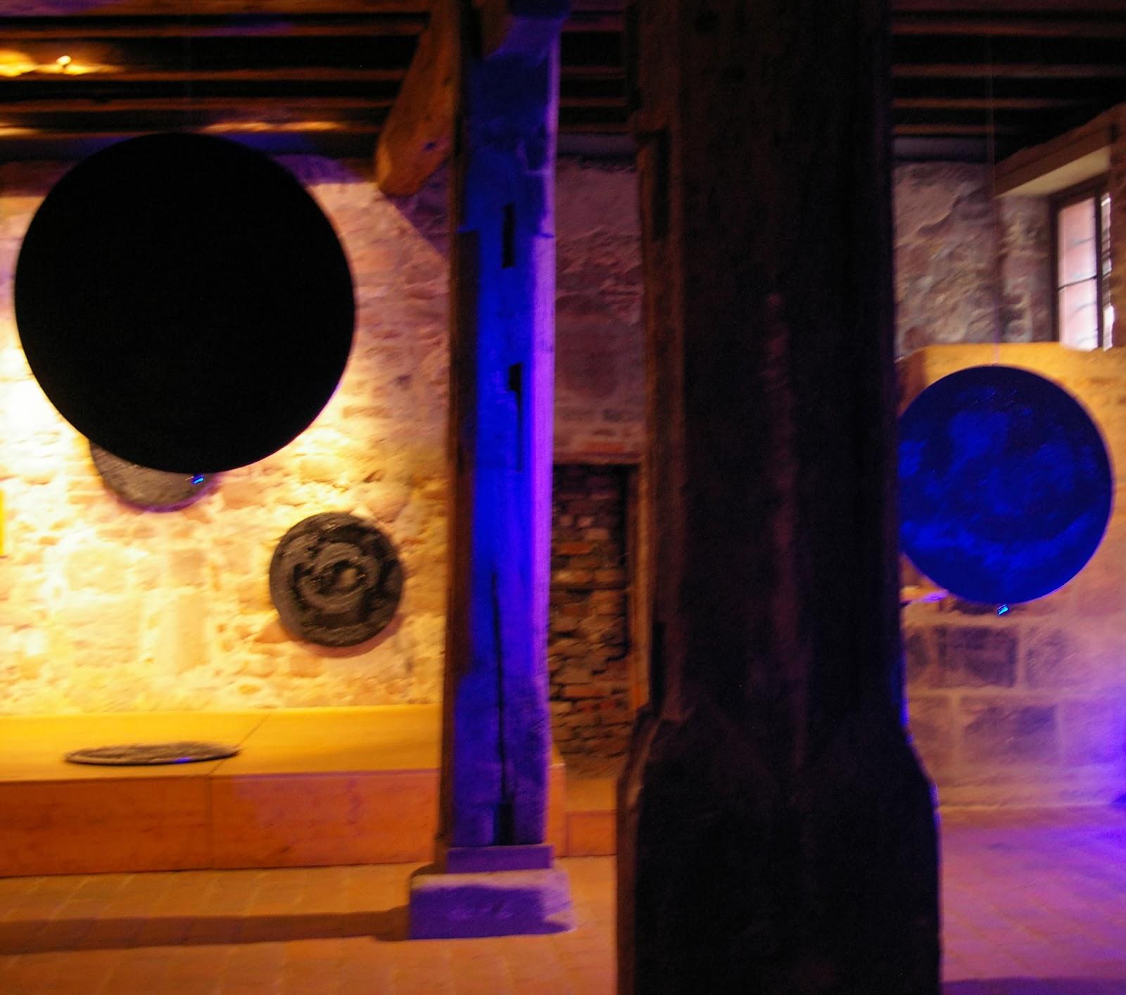 rauminszenierung unendlichkeit kunstscheune n rnberg 2011 kinetische scheiben mobile. Black Bedroom Furniture Sets. Home Design Ideas