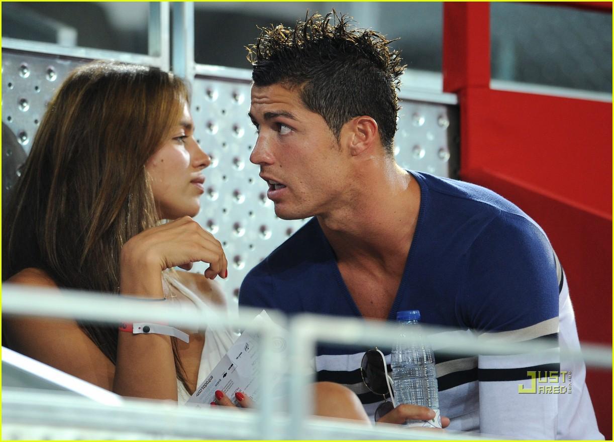 http://4.bp.blogspot.com/-2sk37uXzY4U/T5QLbMlMvfI/AAAAAAAABnI/8K4VYQ_mAk8/s1600/Cristiano-Ronaldo+Irina-Shayk.jpg