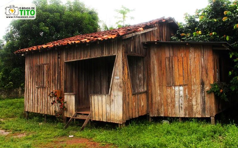 Casa de madeira na vila do Curiaú, antigo Quilombo Curiaú, localizada na APA do Rio Curiaú, em Macapá, no Amapá