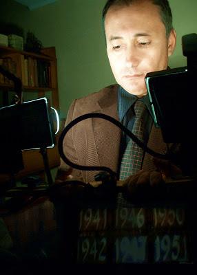 http://4.bp.blogspot.com/-2sn6zNSK4xc/UHtwDr4TBmI/AAAAAAAAGWk/pQR0x2hCxBI/s1600/Adolfo+Vasquez+Rocca+Camara+Portrait+Pau+_700000+OK+.jpeg