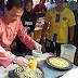 Semalam Di Bazar Ramadhan.....Aksi Tengku Mahkota Pahang Masak Roti Jala Cuit Perhatian