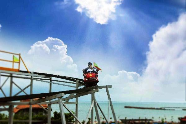 Gambar Crazy Car di Wisata Bahari Lamongan