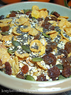 muesli-mix-with-raisins-and-chia