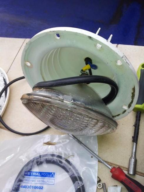 Construcci n reparacion y mantenimientos de piscinas - Focos para piscinas ...