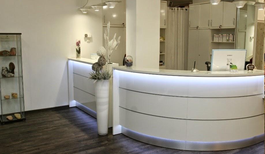 colour up your office wei e verkaufstheke und ladentheke als kassentheke mit led beleuchtung. Black Bedroom Furniture Sets. Home Design Ideas
