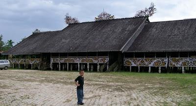 Rumah Panjang (Rumah Adat Kalimantan Barat/Kalbar)