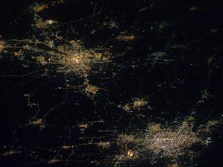 Снимок двух  городов Китая - Пекина и Тяньцзиня  в ночное время