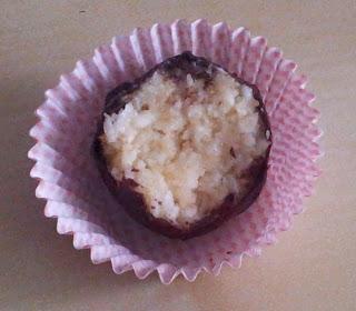 Trufelki kokosowe w polewie z gorzkiej czekolady
