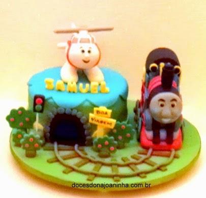 Bolo decorado com tunel, trilhos, o Trem Thomas e Helicóptero Harold