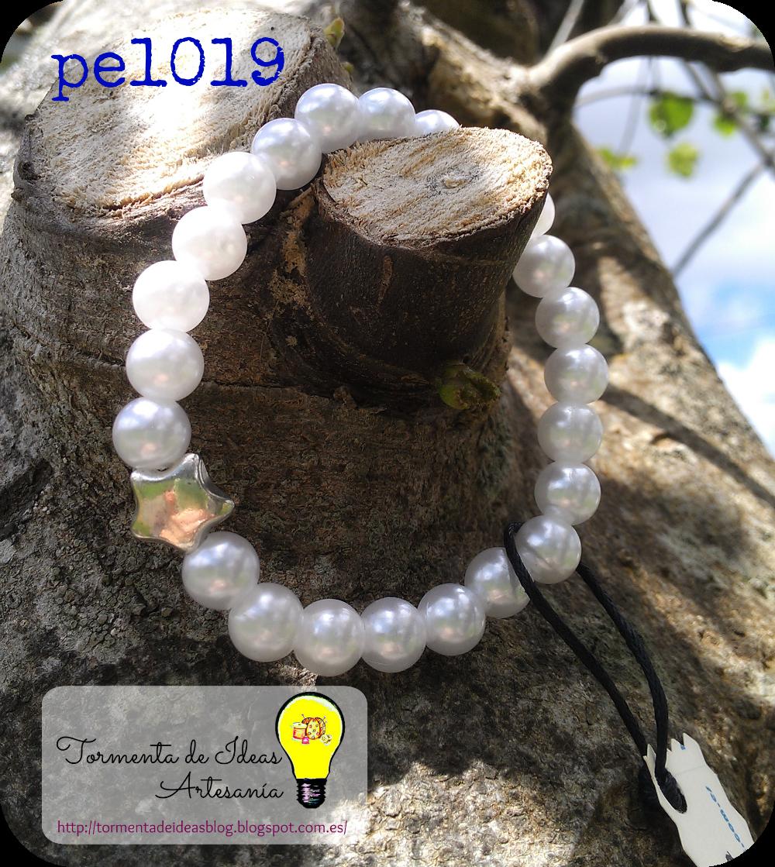 pulsera-perlas-blancas-abalorio-plateado-estrella