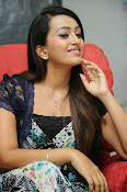 Ester Noronha Photos-thumbnail-12