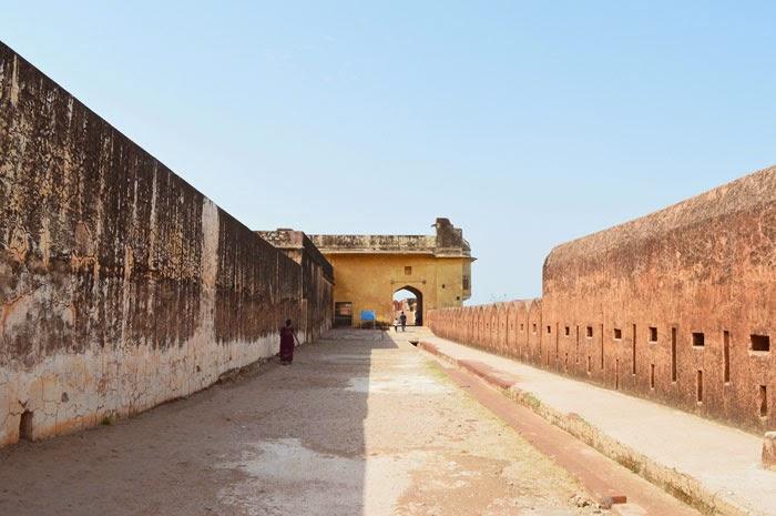 Way Jaigarh Fort