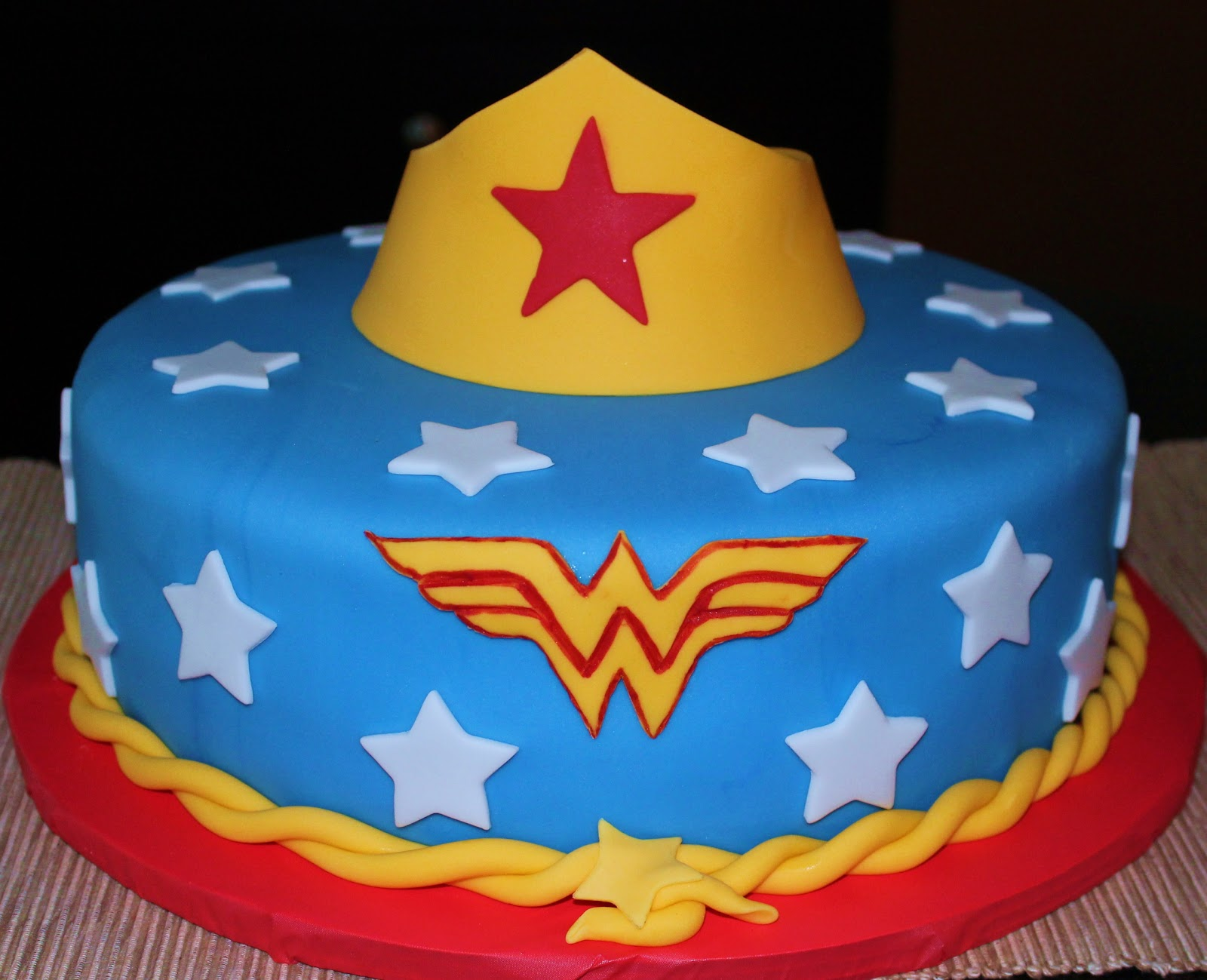 Cake Decorations New Lynn : Creative Cakes by Lynn: Wonder Woman Cake