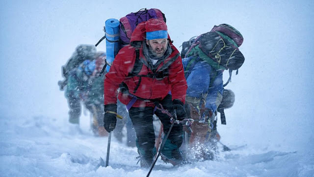 Rob Hall (Jason Clarke) beserta rombongan saat mendaki Everest