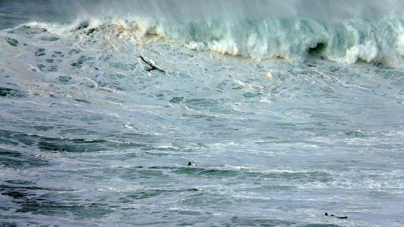 surf menakoz diciembre 2015 olas grandes 24