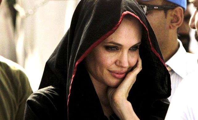 Tampilan Hijab Angelina Jolie