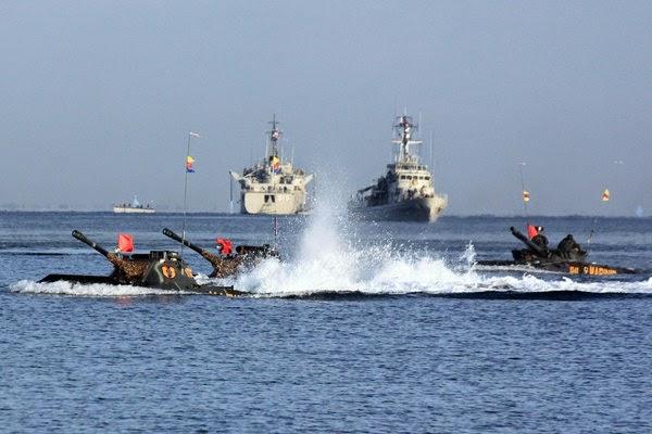 Prajurit Korps Marinir TNI AL Mendarat di Pantai Banongan