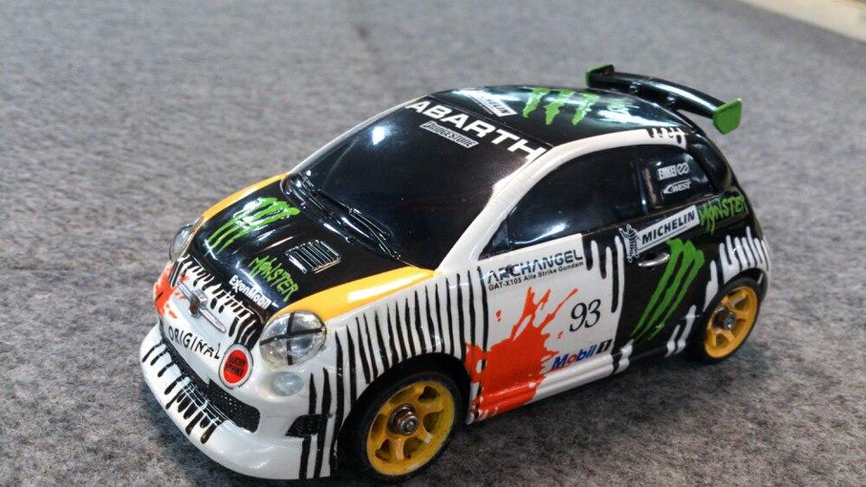 Kyoshosan Custom Painted Mini Z Monster Fiat Abarth 500