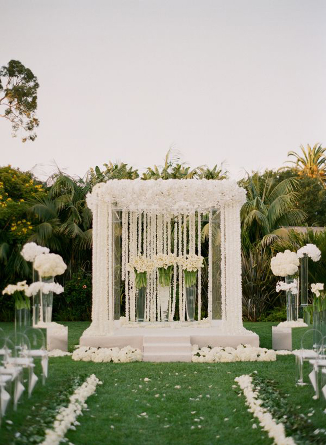 Mind blowing wedding ceremony decor belle the magazine - Garden wedding decorations pictures ...
