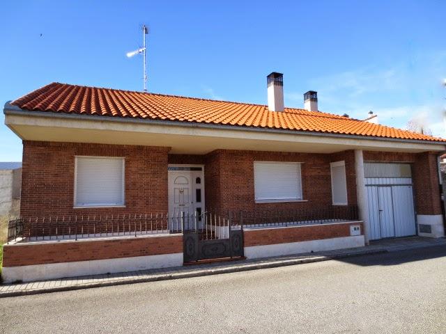 Fachadas de ladrillo visto rustico awesome en monocapa color blanco decorados en ventanas y - Fachadas ladrillo rustico ...