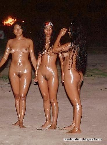 Mulheres nudismo praia