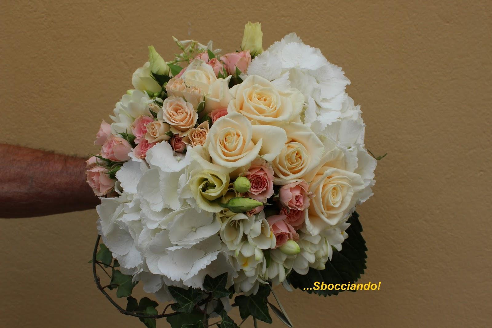 Bouquet Ortensie E Rose : Sbocciando bouquet da sposa con ortensie rose pesca