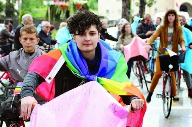 Përditshmëria e një vajze lesbike në Tiranë Timthumb