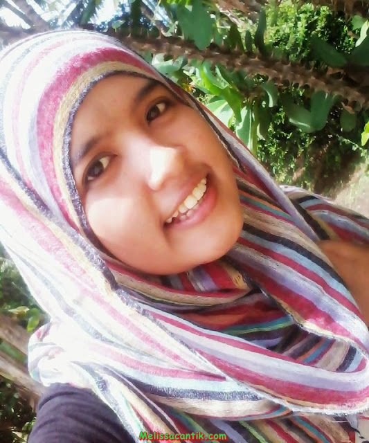 Very Cute Indonesiaan Girl With Jilbab Pictures