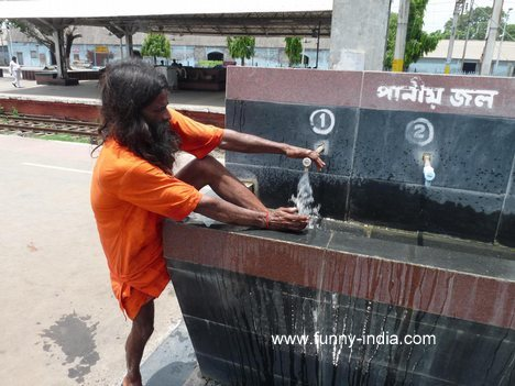 http://4.bp.blogspot.com/-2vodyqkMpDY/T-HQBCdkPZI/AAAAAAAADyo/UuOkXzjW3-M/s1600/indian-man-washing-leg-into-wash-basin-funny.jpg